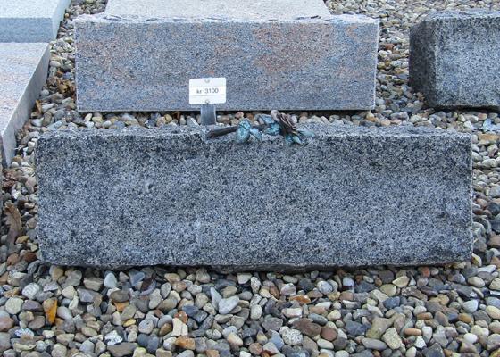 Blå rønne brændt med bronze rose - 50x15 cm. Pris 3100kr